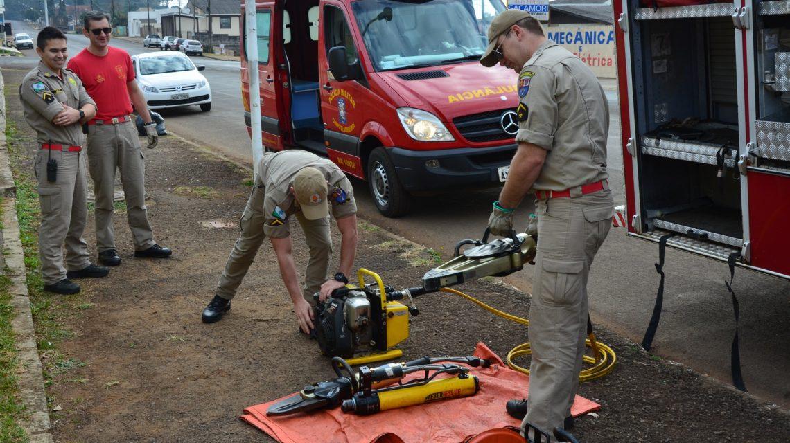 Corpo de Bombeiros realiza verificação de equipamentos em praça pública