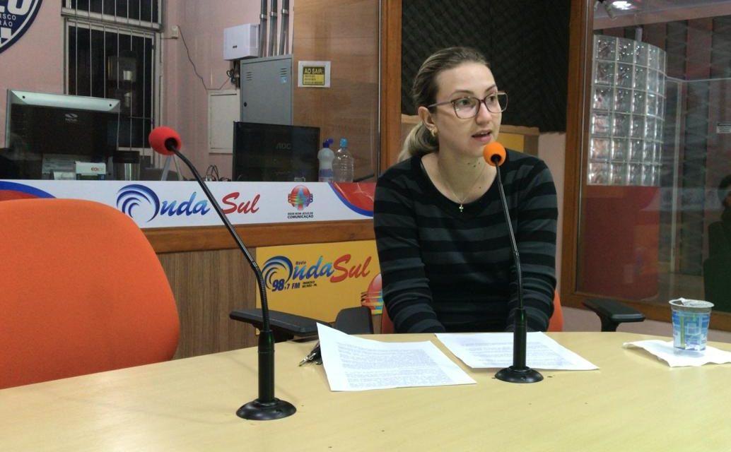 Farmacêutica Caroline Munhoz dá dicas de como prevenir a perda auditiva
