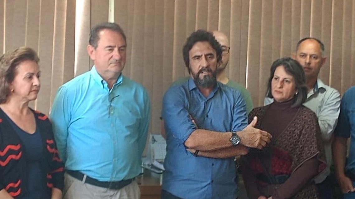 Vice-prefeito assume chefia do Executivo em Clevelândia