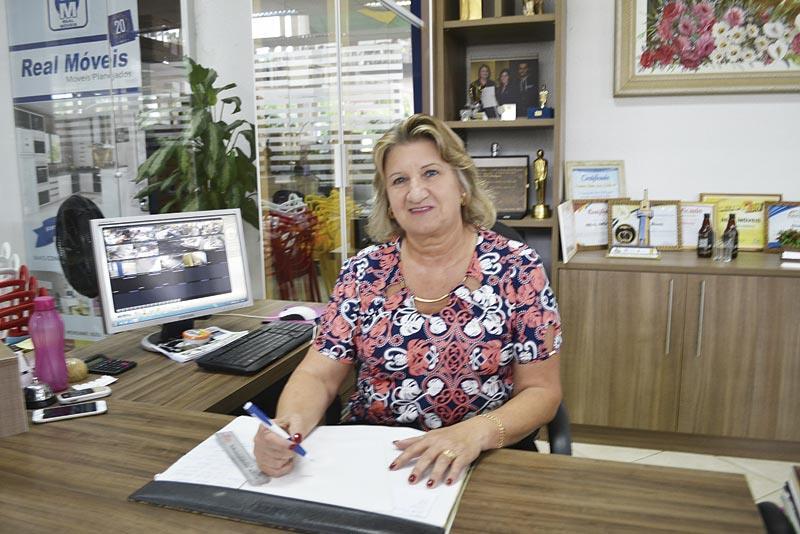 Empresária Maria Nelli Montagna assume presidência da Acinor