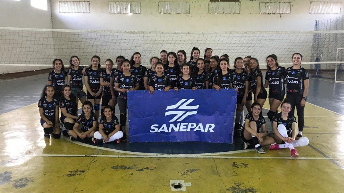 AVP Palmas entrega uniformes de treino para escolinhas de vôlei