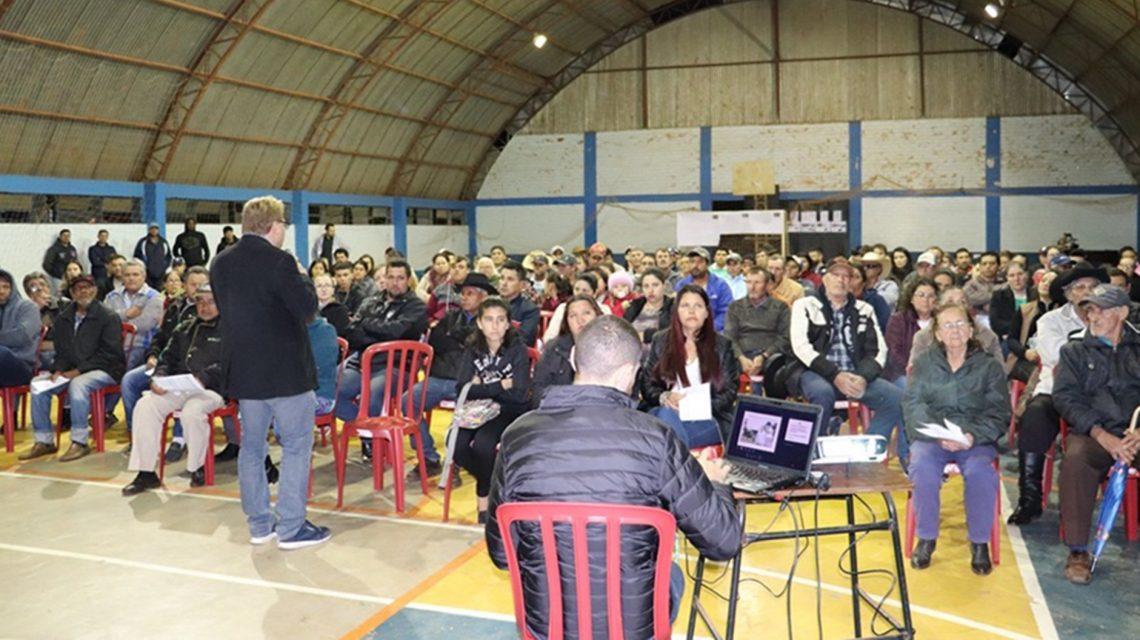 Centenas de pessoas participam de audiência pública sobre regularização fundiária, em Candói