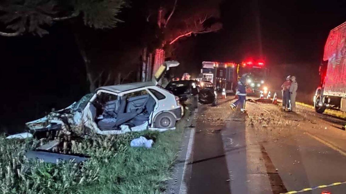 Batida frontal deixa um morto e dois gravemente feridos na PR-180, em Marmeleiro
