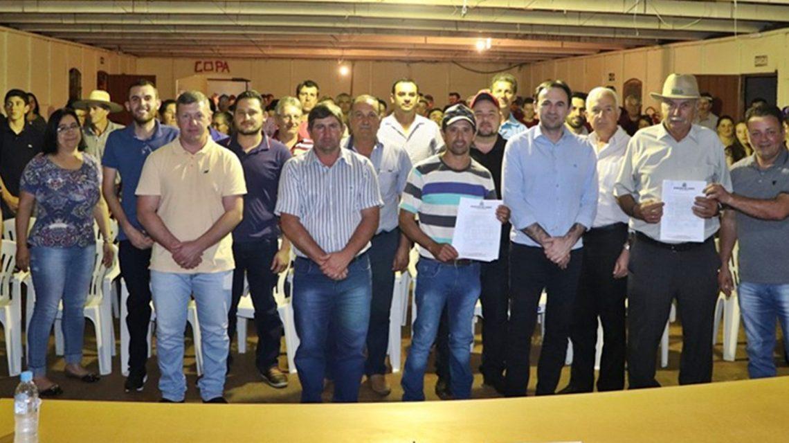 Candói: Produtores rurais de São João e Corvo Branco II recebem implementos agrícolas