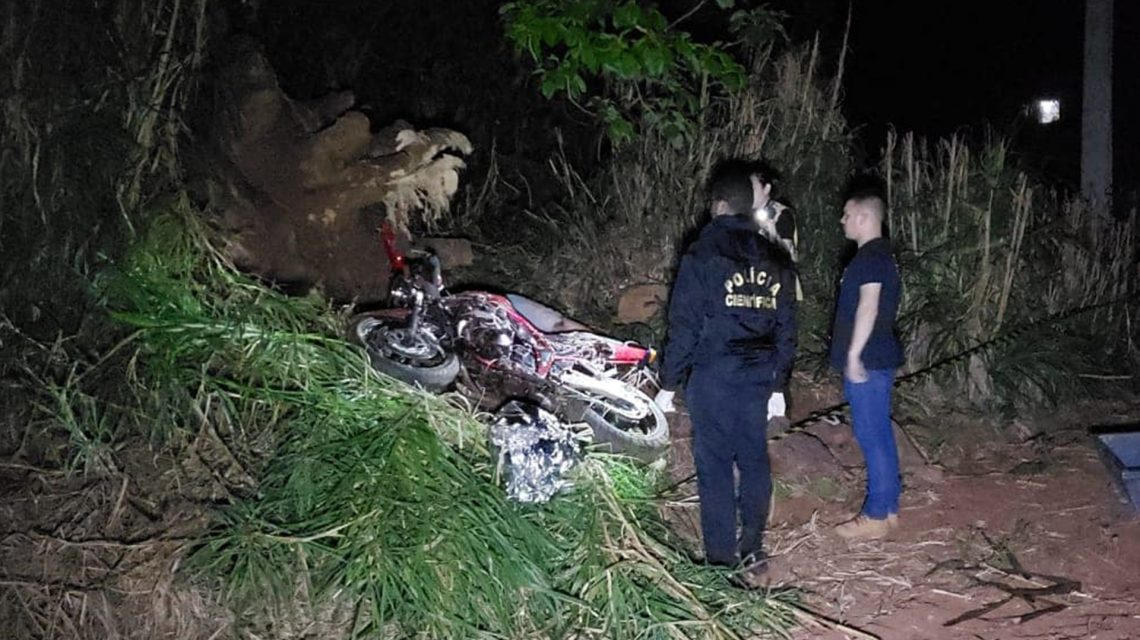 Jovem morre após bater moto contra árvore na PR-566, em Francisco Beltrão