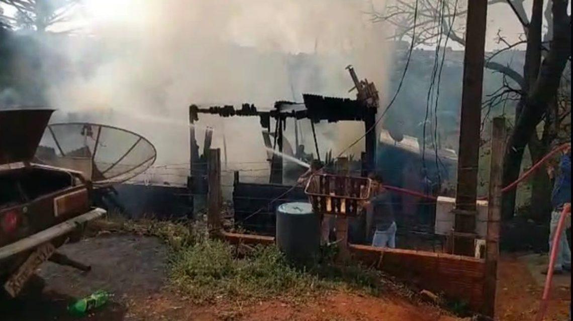 Casas são destruídas por incêndio em Coronel Vivida