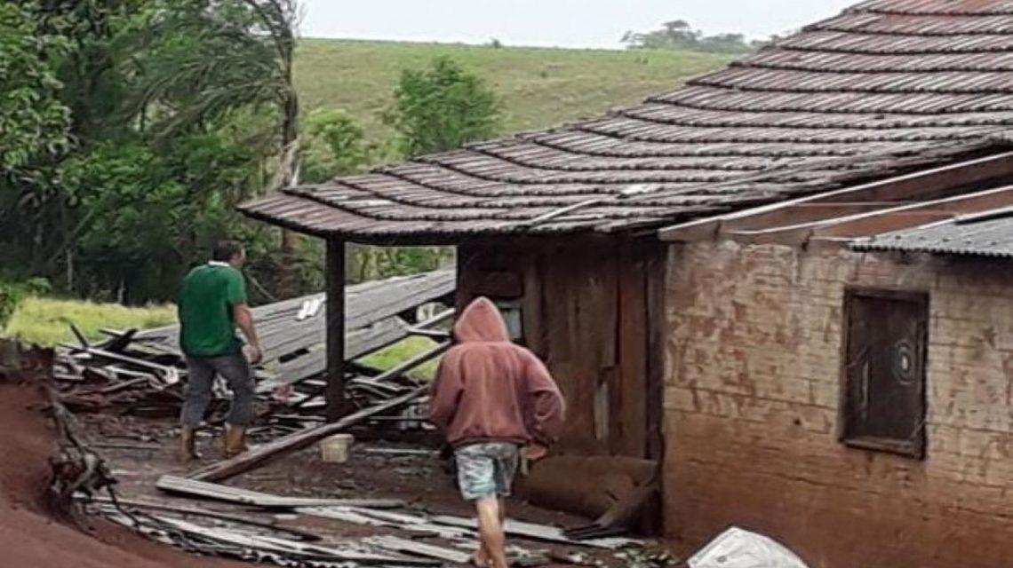 Saudade do Iguaçu: Temporal causa estragos em propriedades rurais