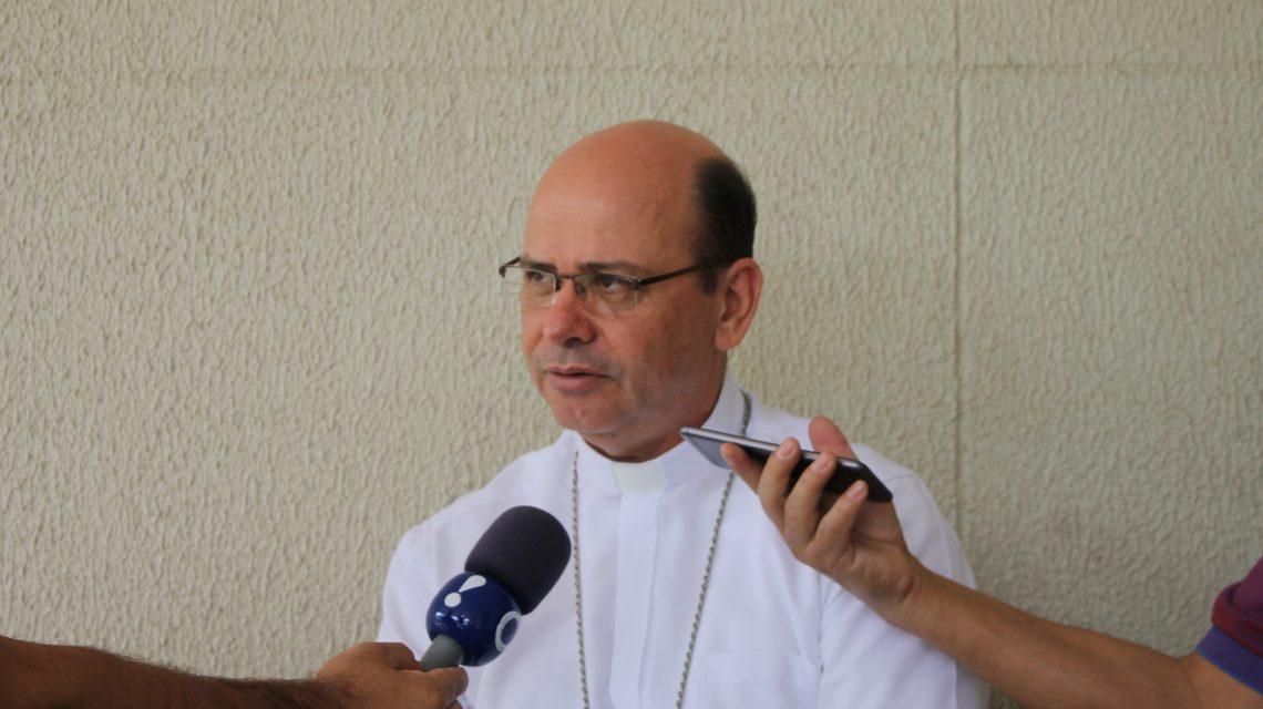 Bispo de Foz do Iguaçu visita Instituto de Filosofia em Francisco Beltrão