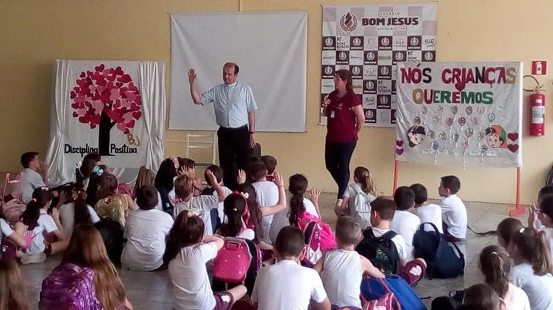 Em Chopinzinho, Dom Edgar visita colégio Bom Jesus e Extra FM