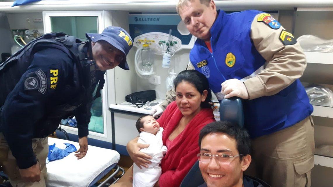 Policiais Rodoviários Federais ajudam a salvar bebê de 28 dias que estava engasgado em Pato Branco