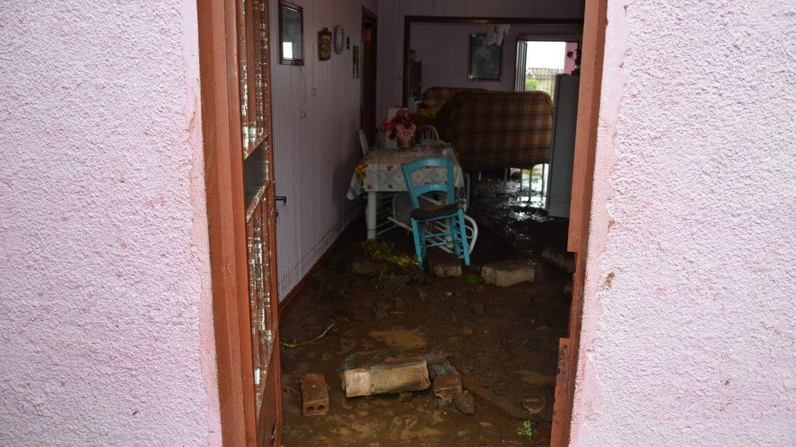 Chuva forte causa estragos no bairro São José, em Palmas