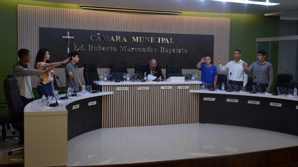 Câmara de Palmas empossa vereadores do projeto Parlamento Jovem