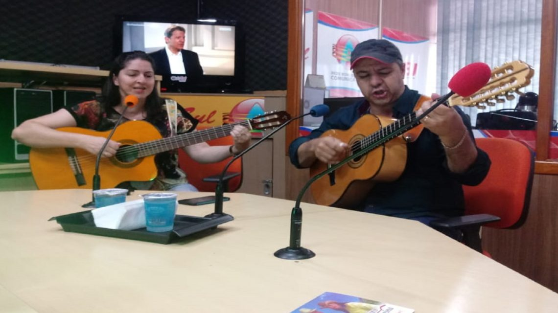 Além da Notícia recebe casal Vandy Violeiro & Nara Regina
