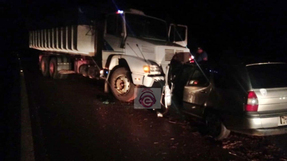 Carro e caminhão se envolvem em acidente na BR-373, em Candói
