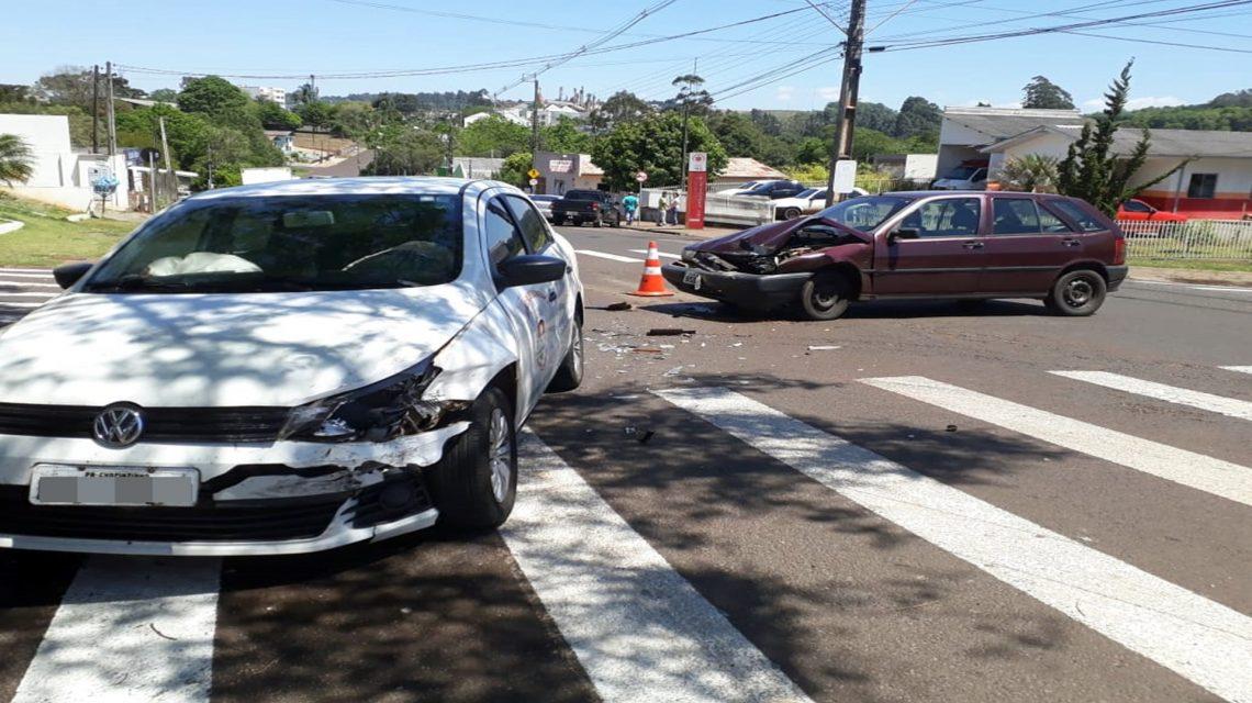 Carro da secretaria de saúde se envolve em acidente em Chopinzinho