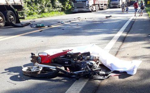 Rapaz de 22 anos morre em acidente na BR-163, em Pérola D'Oeste