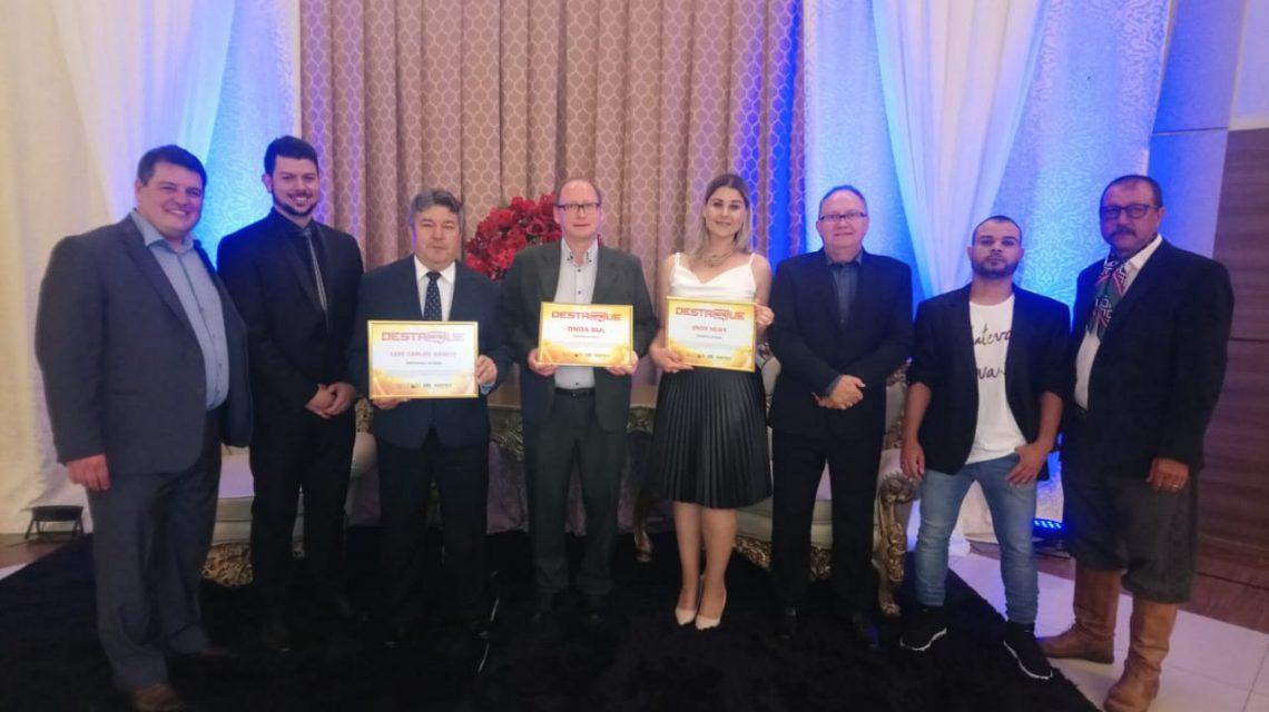 """Onda Sul FM é premiada em três categorias no prêmio """"Destaques do Ano"""" do Jornal de Beltrão"""