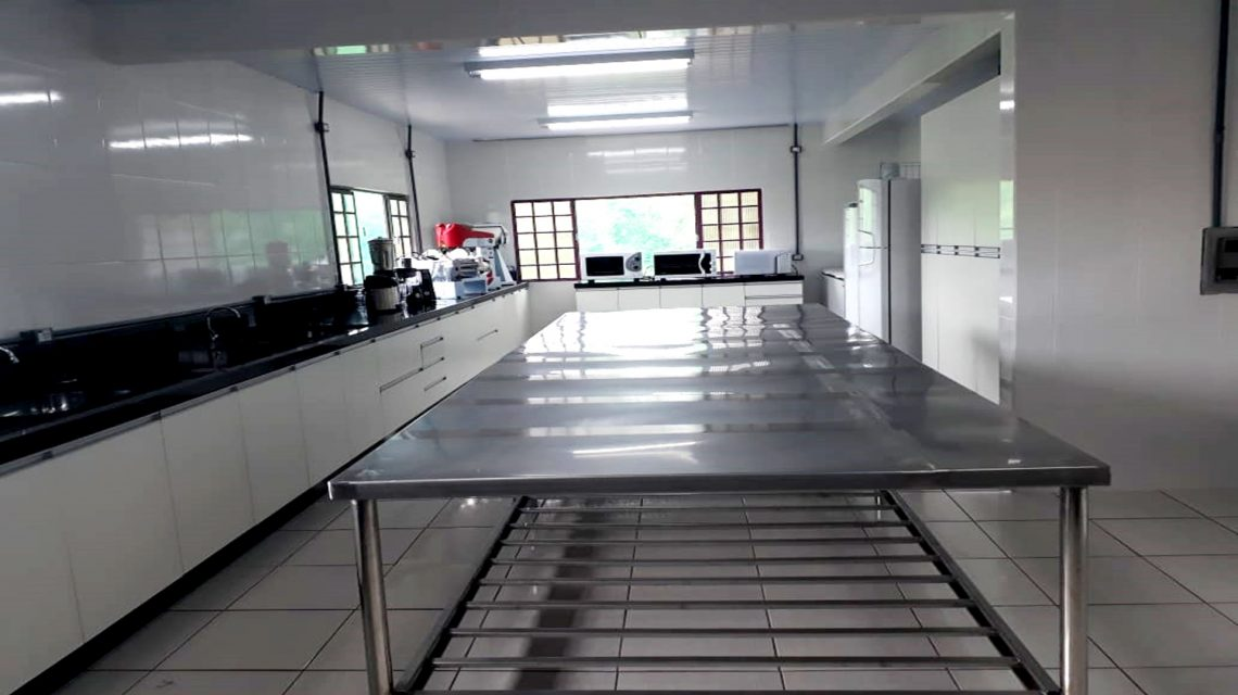 AMR de Chopinzinho recebe cozinha industrial completa