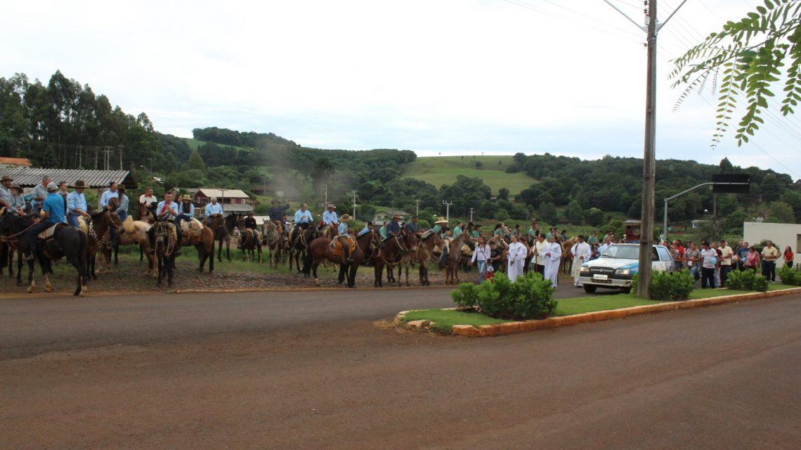 Festa da Padroeira Imaculada Auxiliadora reúne dezenas de pessoas em Porto Barreiro.