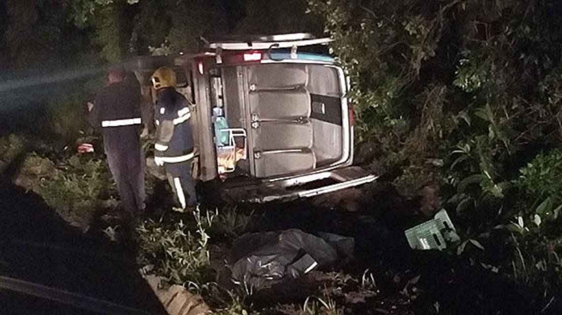 Acidente com veículo da Saúde de General Carneiro deixa um morto e 14 feridos