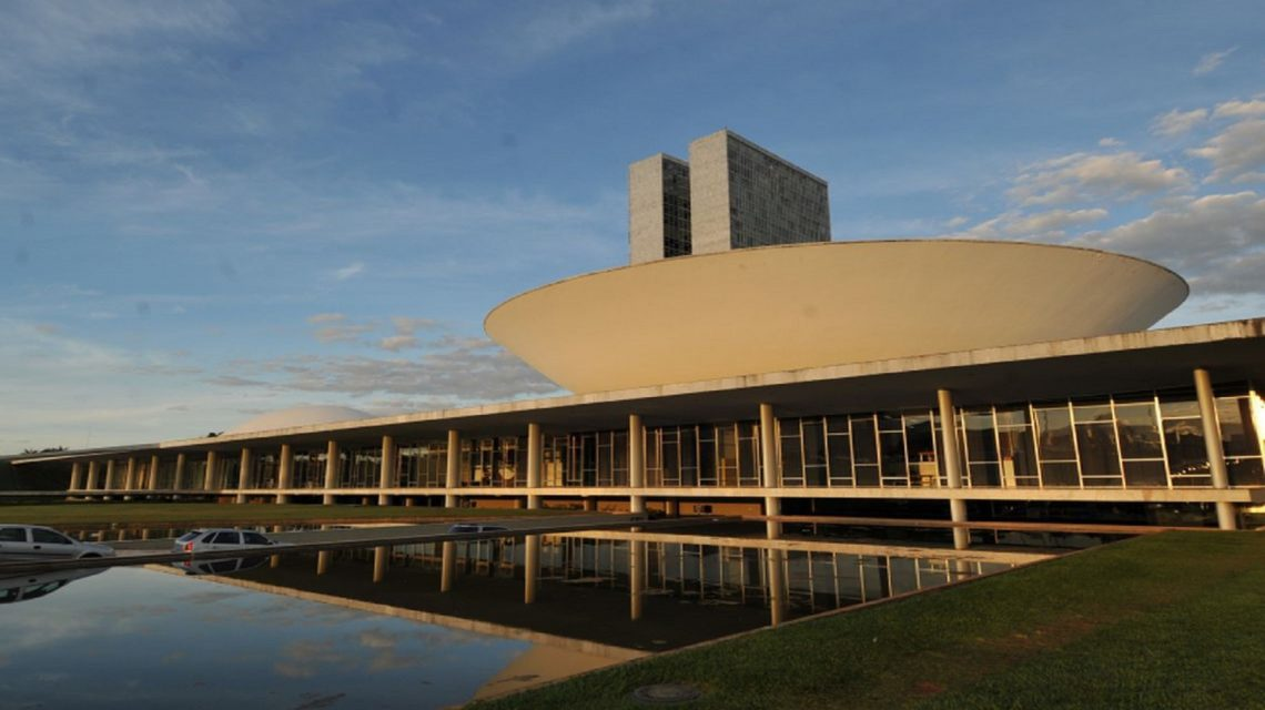Prefeitos fazem mobilização em Brasília contra extinção de municípios