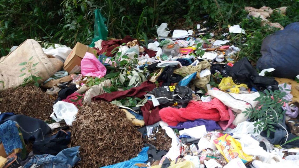 Lixo é descartado em local inadequado no interior de Chopinzinho