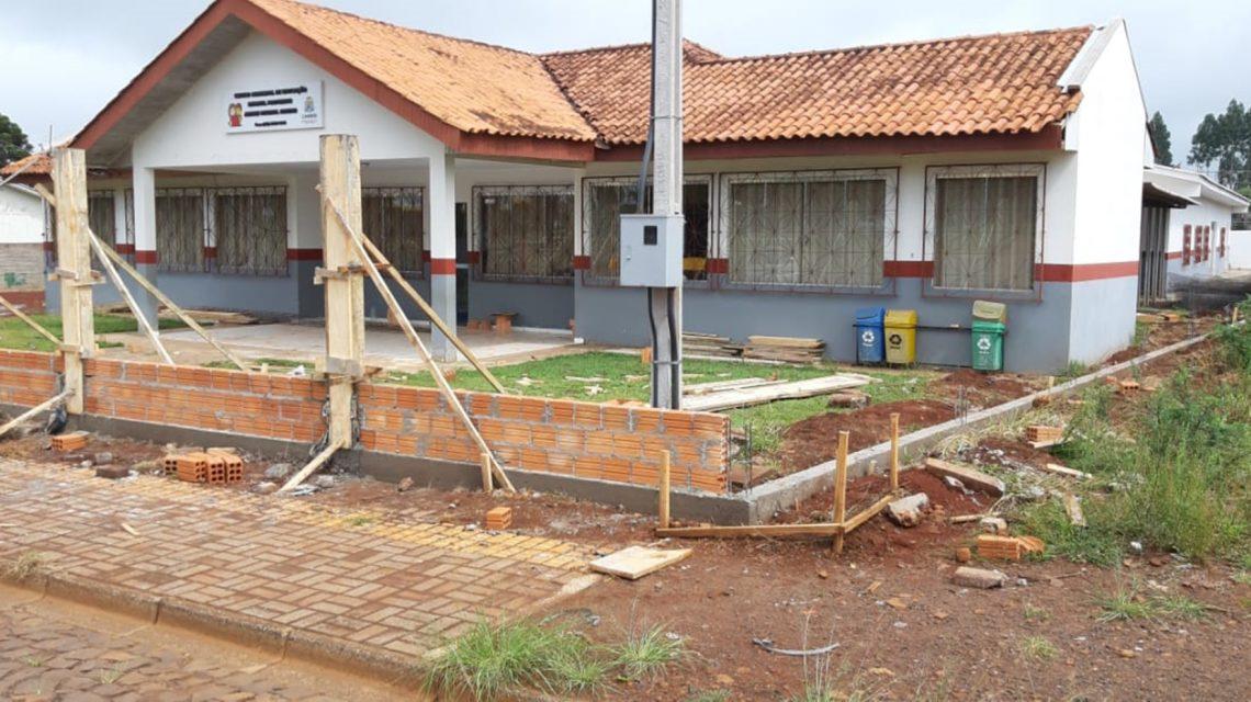 Candói: Prefeitura constrói muro para ampliar a segurança de alunos do Cemei Professor Andrei Mugnol Ribeiro