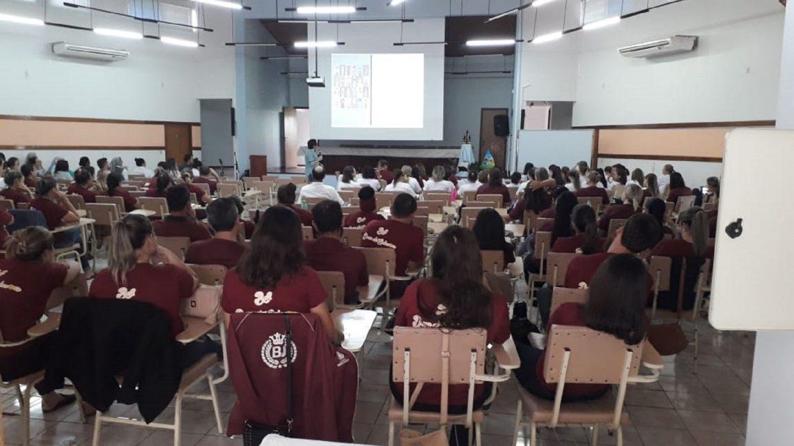 """Professores do Colégio Bom Jesus recebem formação sobre """"Os desafios da Educação"""""""