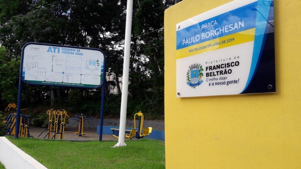 Prefeitura de Francisco Beltrão substitui bancos quebrados de praça
