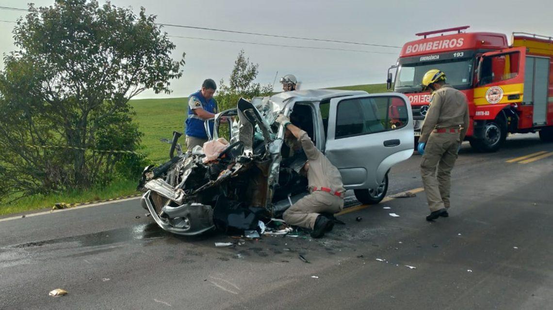 Professora morre em acidente na PR-158, entre Vitorino e São Lourenço D'Oeste