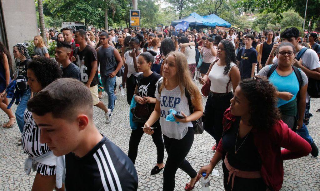 Estudantes fazem segundo dia de provas do ENEM, na UERJ