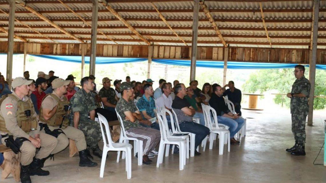 Órgãos ambientais realizam palestra sobre caça de javalis na região