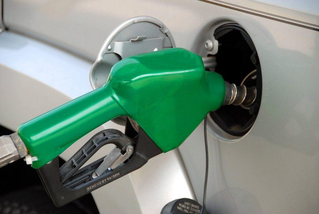pumping-gas-1631634_1920