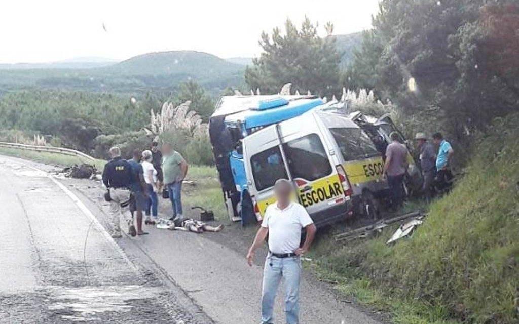 Estutantes e motorista de van morrem em grave acidente nos campos de Palmas