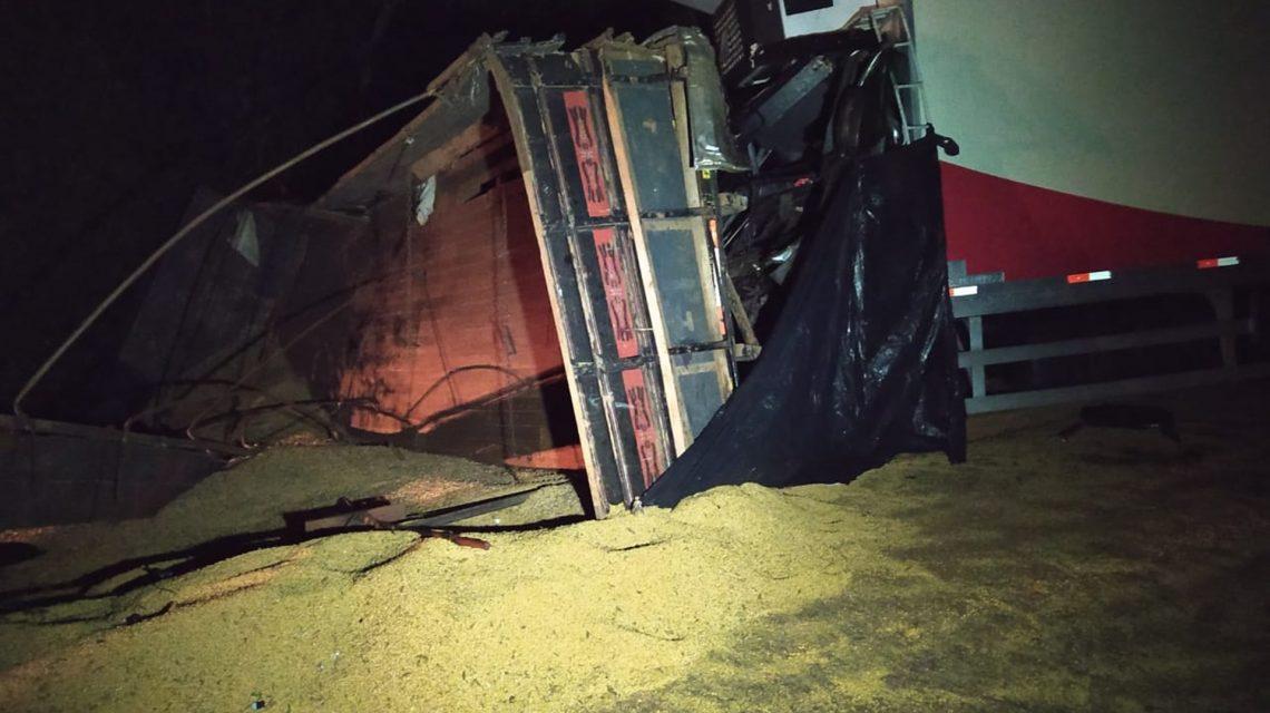 Caminhoneiros morrem em acidente na PR-182, em Ampére