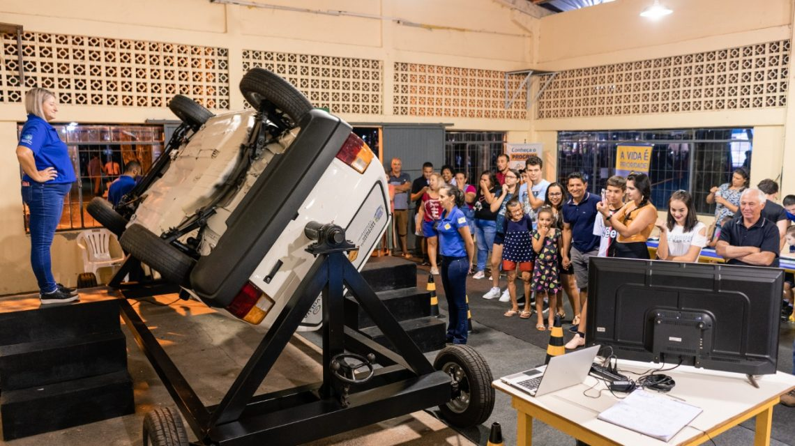 Debetran inova com simulador de capotamento e memorial na Expobel 2020