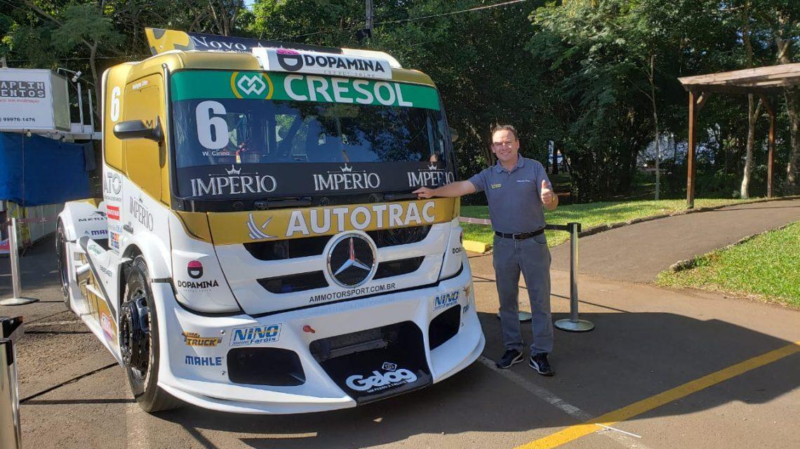 Wellington Cirino atende os fãs no estande da Cresol na Expobel 2020