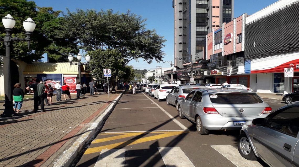 Vacinação gera lentidão no trânsito em Francisco Beltrão