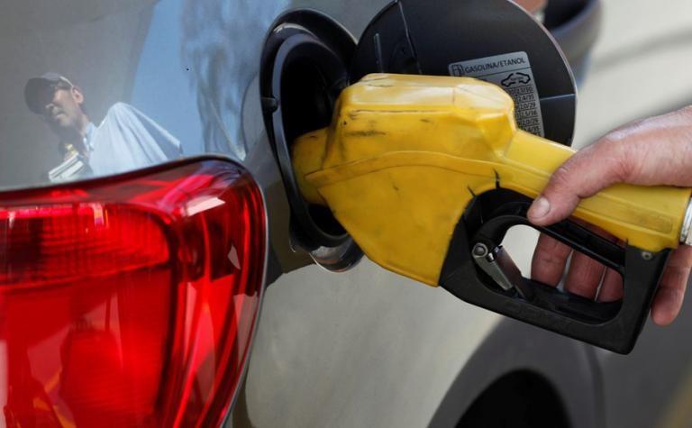 Petrobras anuncia redução do preço da gasolina em 15% nas refinarias