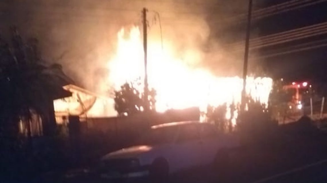 Casa é destruída por incêndio no Bairro Santa Clara, em Candói