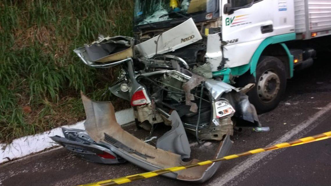Motorista de Civic morre após batida frontal com caminhão na BR-158, em Coronel Vivida