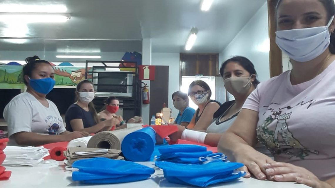 Ação de voluntárias de Cmei disponibiliza kit de máscaras à famílias em Marmeleiro