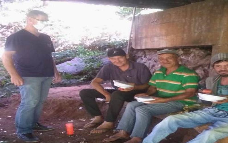 Assistência distribui marmitas para moradores de rua em Francisco Beltrão