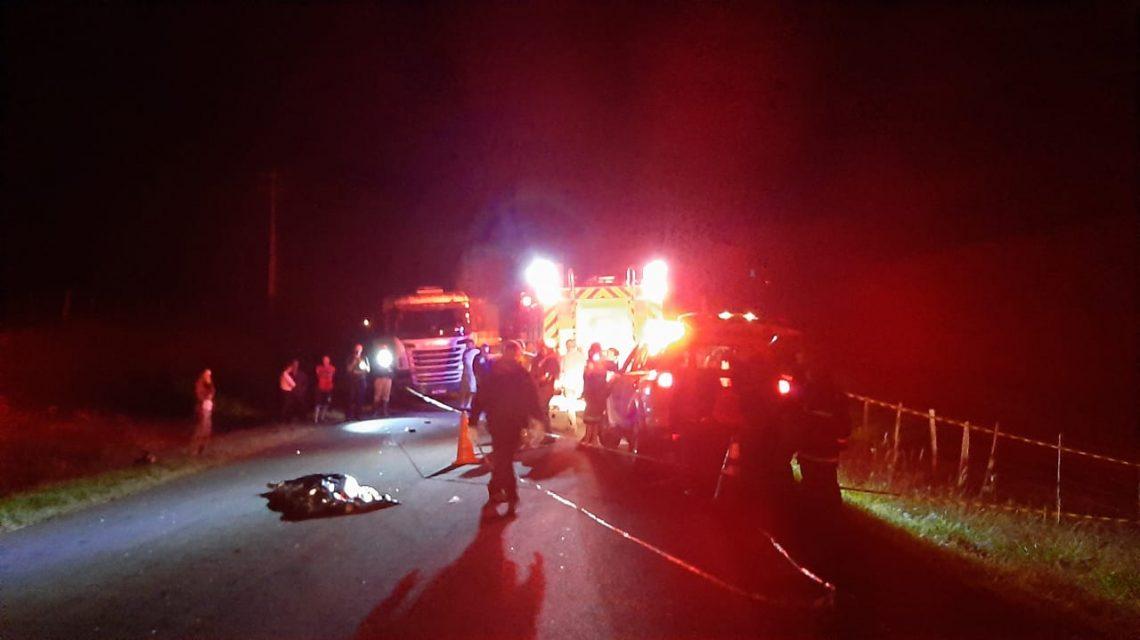 Duas pessoas morrem em acidente com carro e moto na PR-180 em Marmeleiro