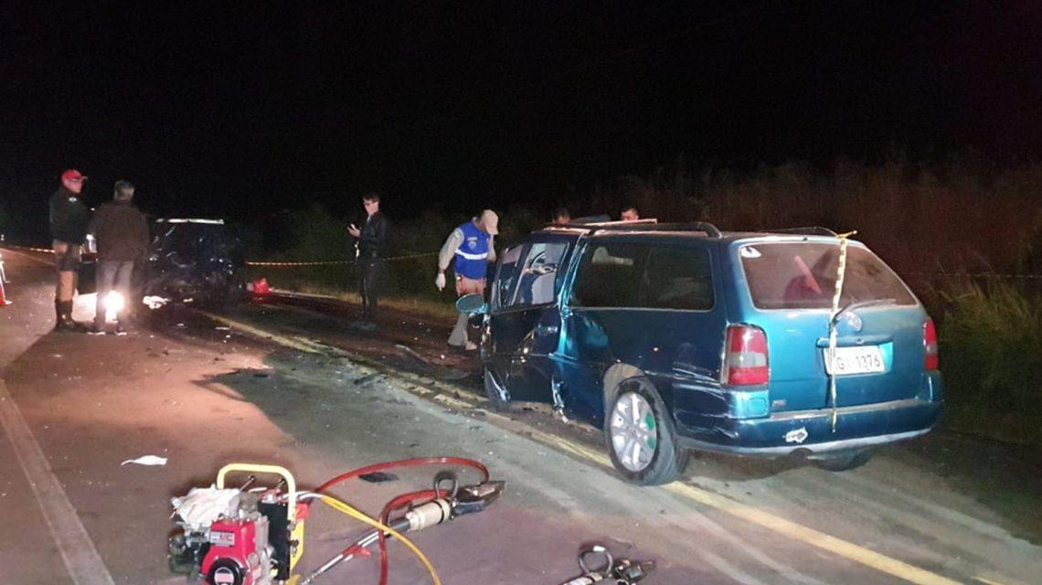 Batida frontal deixa dois mortos e três feridos na PR-281, em Dois Vizinhos