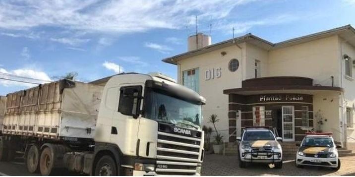 Caminhão de Marmeleiro é apreendido com 3,3 toneladas de maconha