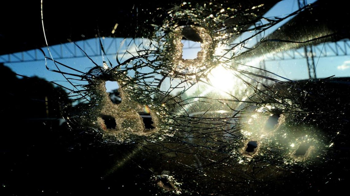 Pescador tem carro atingido por disparos em Foz do Jordão