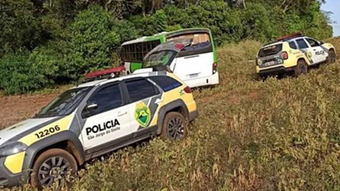 Polícia Militar apreende ônibus carregado com cigarro contrabandeado em São Jorge D'Oeste