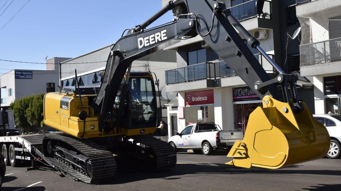 Deputada Leandre contempla municípios paranaenses com R$ 2,6 milhões em máquinas pesadas