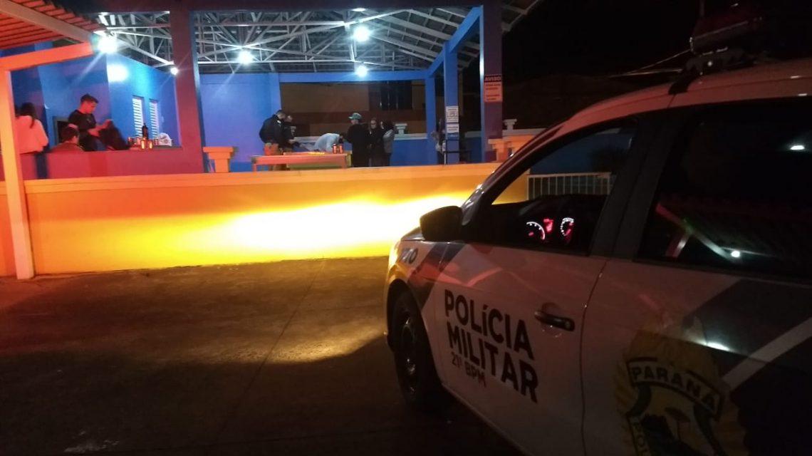 Polícia registra dois casos de aglomerações de pessoas na noite do sábado